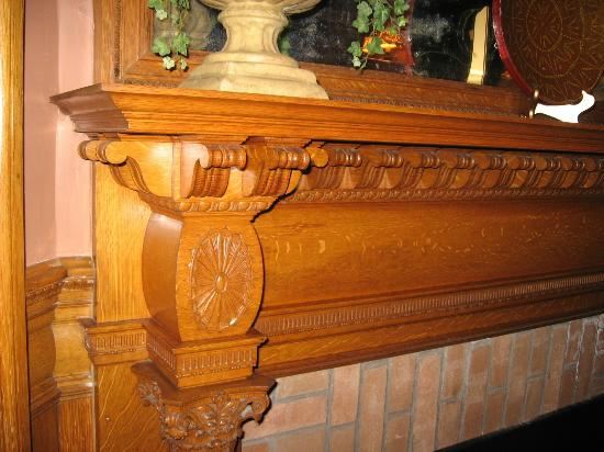 Bass Cottage Inn: Beautiful woodwork throughout the Inn