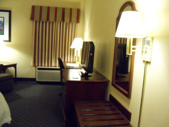 Hampton Inn Mount Airy: room view