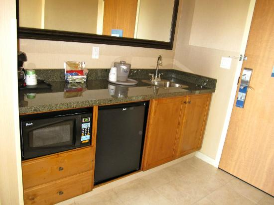 Hampton Inn & Suites Coeur d'Alene: Galley kitchen