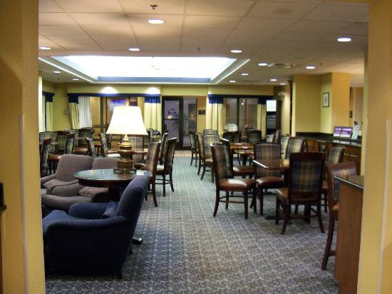 Hampton Inn Mount Airy: breakfast dining area
