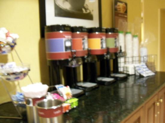 Hampton Inn Mount Airy: coffee and tea area