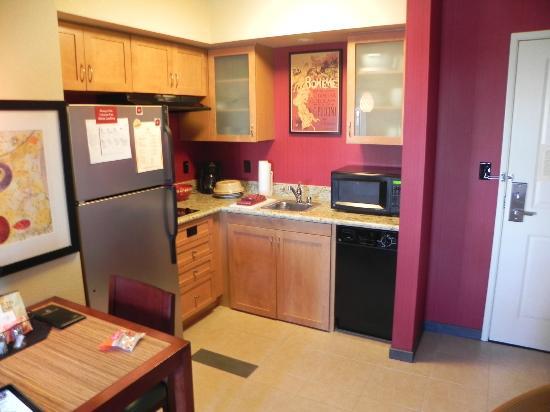 Residence Inn Sacramento Downtown at Capitol Park: Kitchenette Area