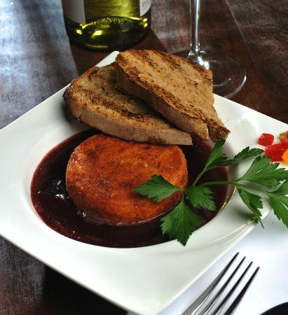 Bingo! Cafe & Restaurant : Fried Camembert