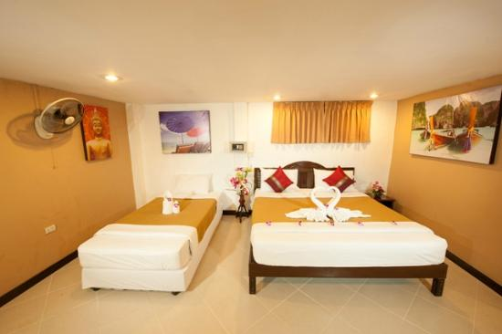 Rich Resort Beachside Hotel: Deluxe Twin or Double Guest Room with Air Con