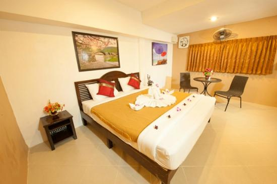 Rich Resort Beachside Hotel: Deluxe Twin or Double Guest Room with Fan