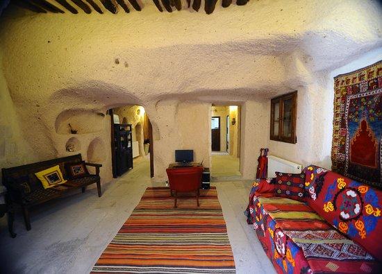 Takaev Cave Hotel : Salon reception