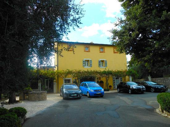 La Bastide Saint Antoine Jacques Chibois : The front entrance