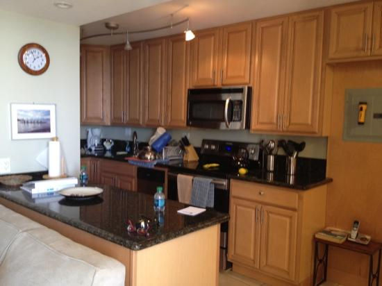 Hale Pau Hana Beach Resort: kitchen in 706