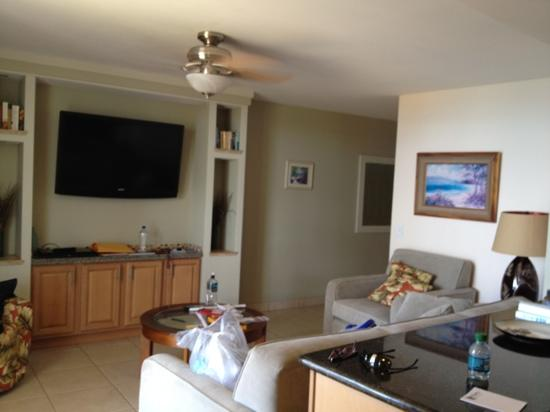 The Hale Pau Hana: living room in 706