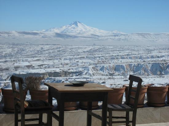 Takaev Cave Hotel & Guest House: terasse en fevrier