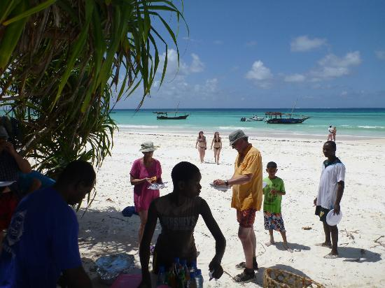 Miraculous The Food After Snorkeling Picture Of Mnarani Beach Download Free Architecture Designs Rallybritishbridgeorg