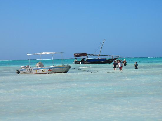 Mnarani Beach Cottages: after snorkeling