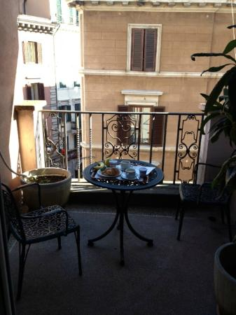 Il Piccolo di Piazza di Spagna: Here is the balcony of our room, which was shady most of the day