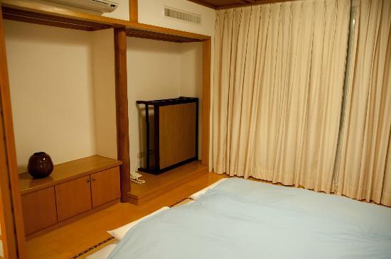 Hotel Tainan: 就寝前にお布団を敷いてくれます