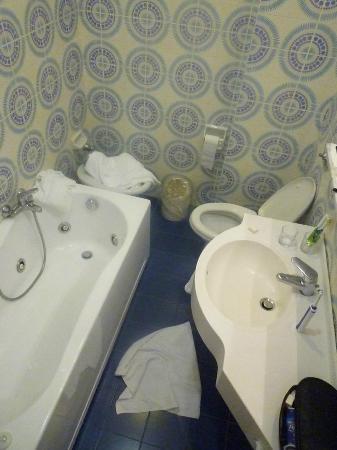 BEST WESTERN Hotel Biasutti: Badezimmer im rechten Gebäudeflügel