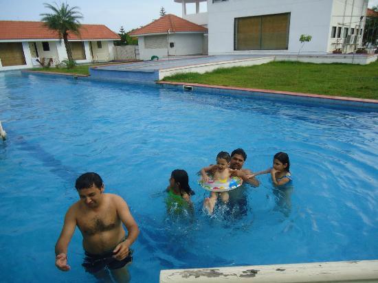 Village Retreat : pool