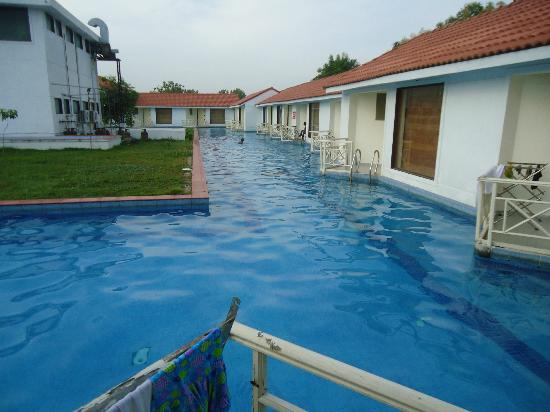 Village retreat mahabalipuram hotel reviews photos rate comparison tripadvisor for Cheap resorts in ecr with swimming pool