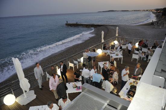 Villeneuve-Loubet, France: Ужин вид с террасы