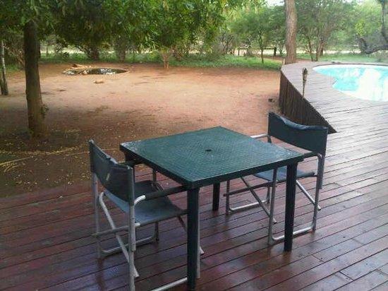 Mvuradona Safari Lodge: Romantic Dining- plastic table and not even a table cloth