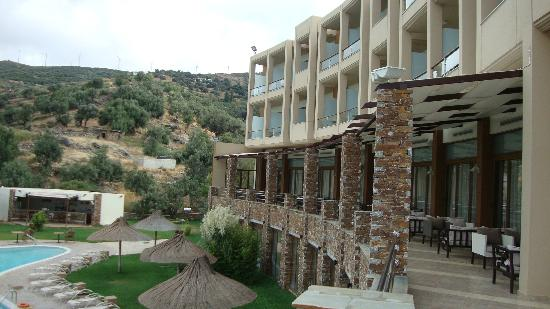 Evia Hotel & Suites: Hotel grounds