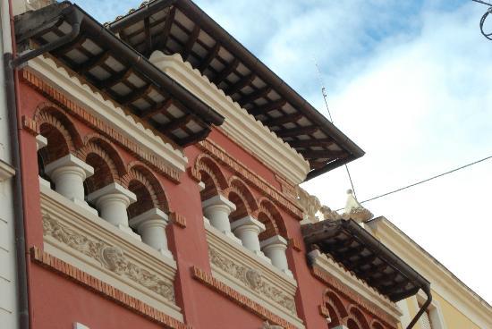L'Agora Hotel: DETALLE FACHADA