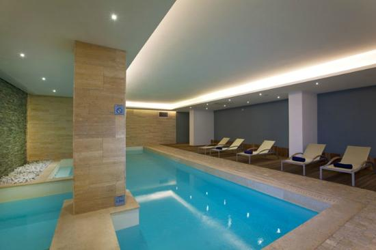 The George Hotel: Indoor Pool Area