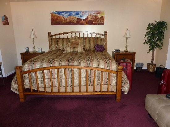 Harvest House Bed and Breakfast: The Watchman Room
