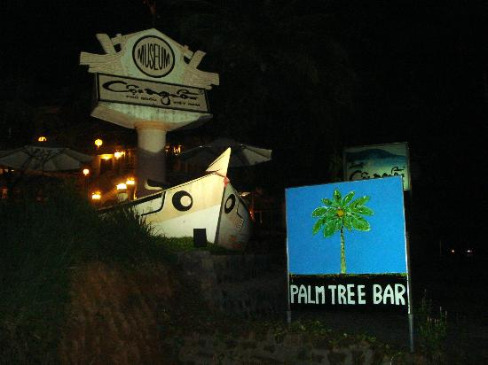 Coi Nguon Phu Quoc Hotel: The outside of hotel and the palm tree bar sign