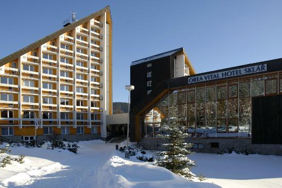 Orea Resort Sklar: Hotel exterior winter