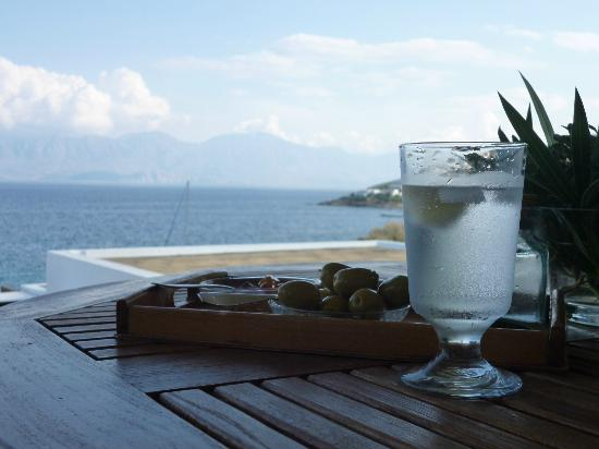 Elounda Mare Relais & Chateaux hotel: Time to relax...Cheers!