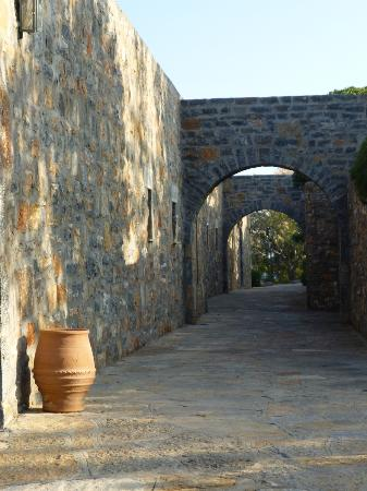 Elounda Mare Relais & Chateaux hotel: Part of the Gardens