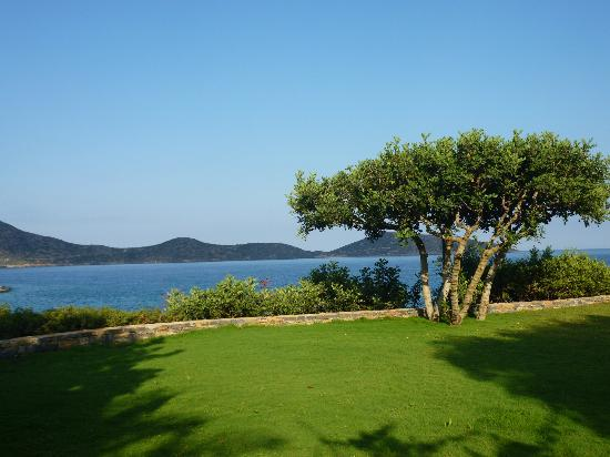 Elounda Mare Relais & Chateaux hotel: View of bay from gardens
