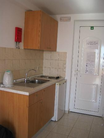 Hotel Ziakis: Mini kitchen