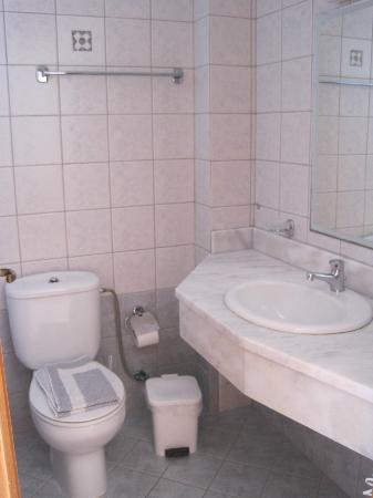Hotel Ziakis: Bathroom