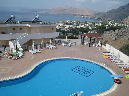 Hotel Ziakis: Pool and view from bar