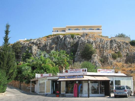 Hotel Ziakis: The nearest supermarket? Anyone got a rope?