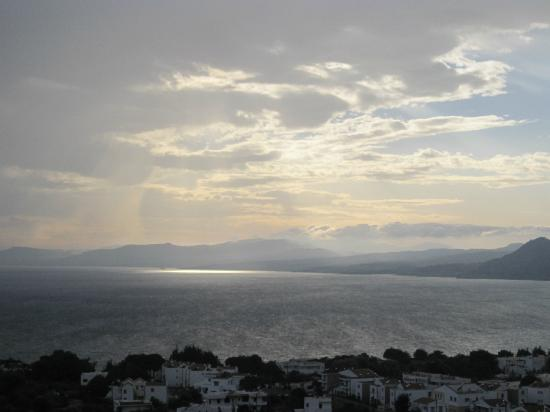 Hotel Ziakis: Ever changing view from the balcony