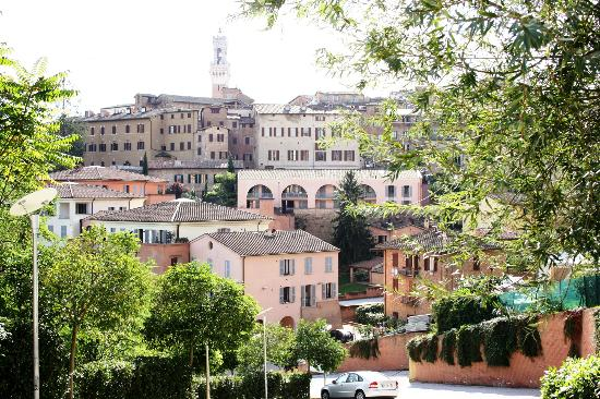 Bed and Breakfast Pantaneto Palazzo Bulgarini: view near dominicus church
