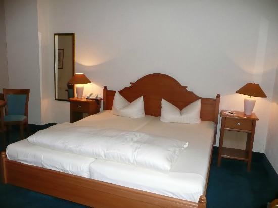 Hotel-Restaurant Villa Sayn: Blick in den Schlafbereich