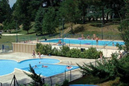 Camping Parc du Chateau d'Allot : piscine pour adultes ET pour enfants