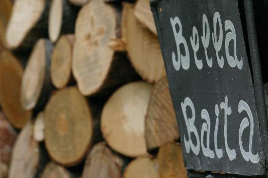 Bella Baita Bed & Breakfast: legna per l'inverno..