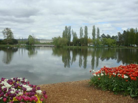 Commonwealth Park : The Lake from Floriade