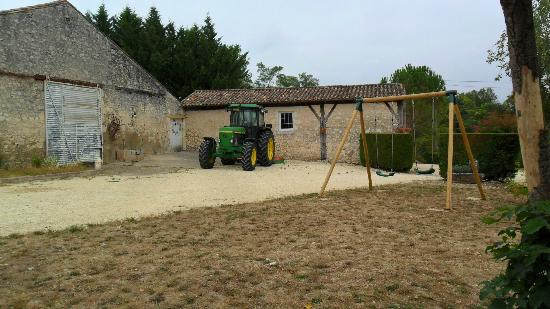 Domaine les Jourdis : working farm and vineyard
