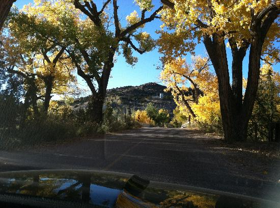 Ojo Caliente Mineral Springs Resort and Spa: Autumn entry to Ojo Caliente resort.