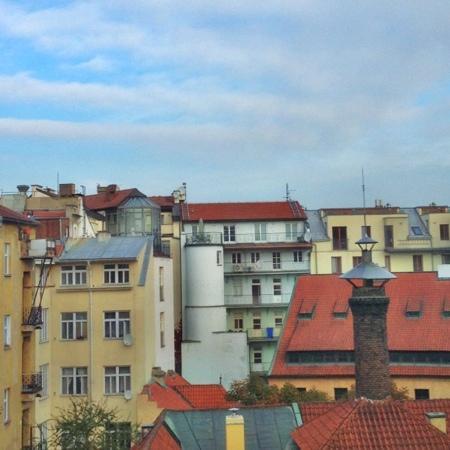 โรงแรมซีซาร์พาเลซ: 房间窗外的布拉格天空