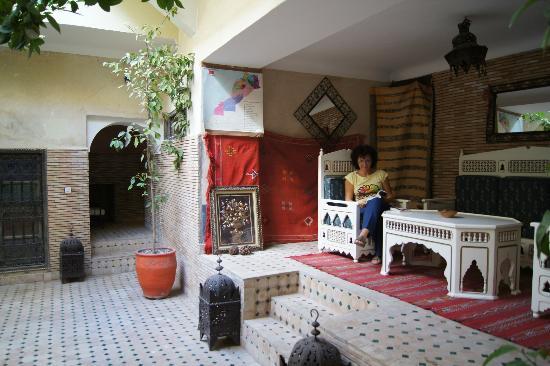 Riad Adraoui : le petit coin salon extérieur