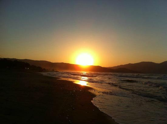 Mesogios Beach: coucher de soleil