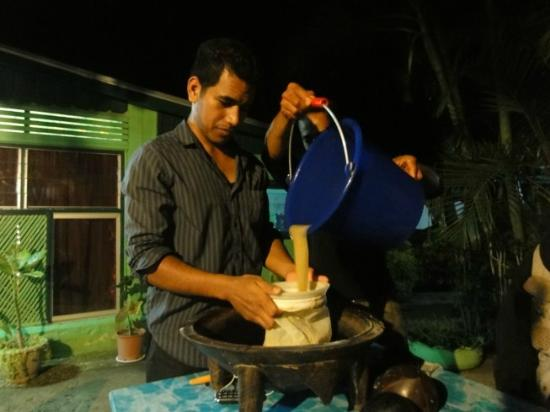 Toni's Guest House: Kava night