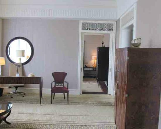 Fairmont Peace Hotel: Signature Suite - Wohnzimmer / Schlafzimmer