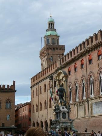 Emilian Land Tour: Square in Bologna